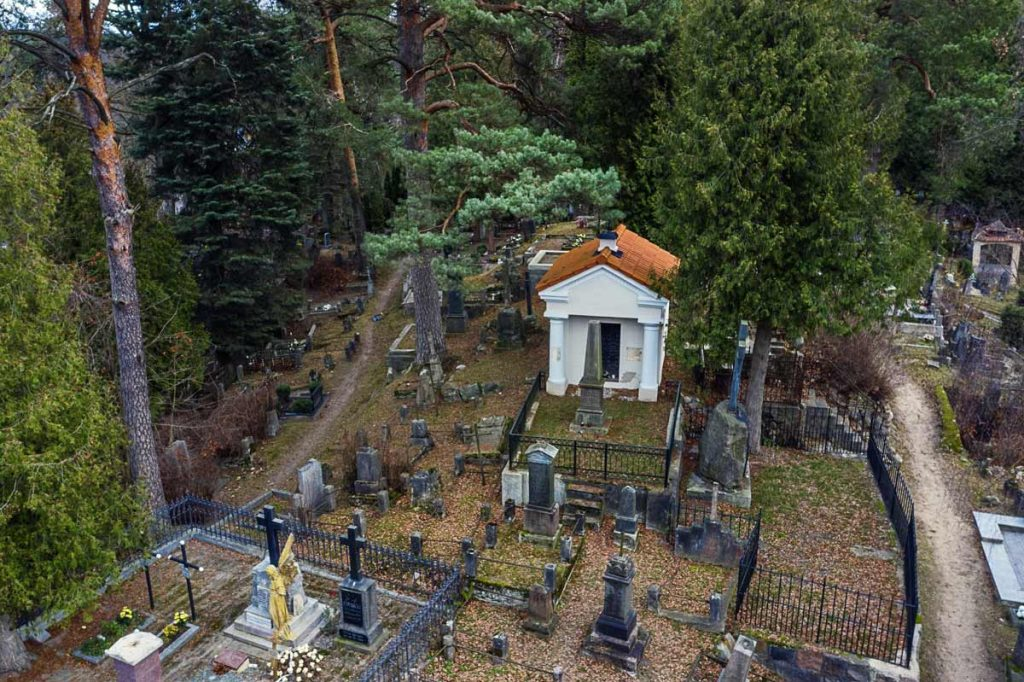 Oginskių mauzoliejus kapinėse